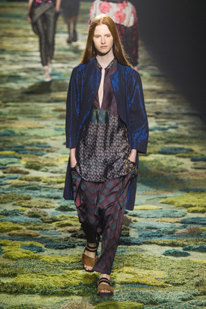 Показы мод Dries Van Noten Весна-лето 2015 | Подиум на ELLE - Подиум - фото 4173