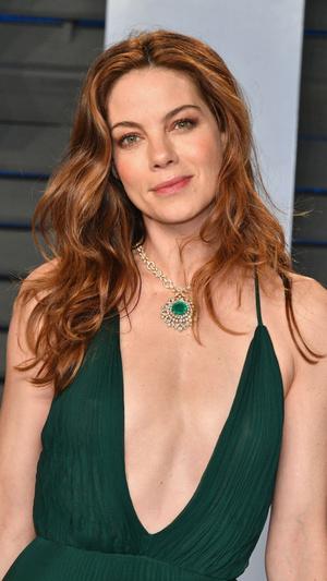 Призрачная нить: самые откровенные платья звезд на вечеринке после «Оскара» (фото 7.2)
