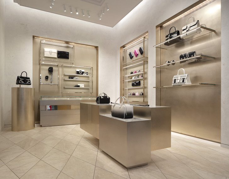 Delvaux opens its first boutique in Rome (фото 7)
