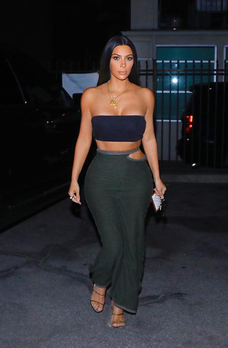 Вроде одетая, но голая : новый откровенный выход Ким Кардашьян