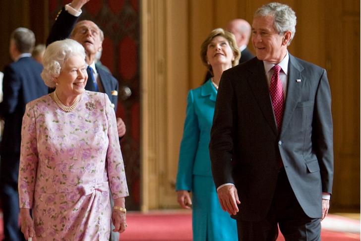 Что звезды надевали на встречу с королевой Елизаветой II? (фото 34)