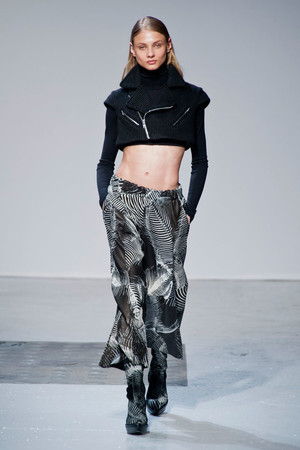 Показы мод Barbara Bui Осень-зима 2014-2015 | Подиум на ELLE - Подиум - фото 3982