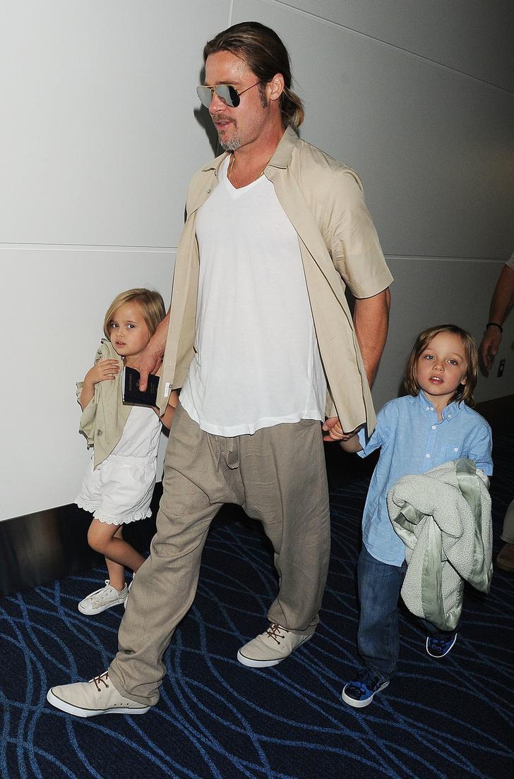 Брэд Питт с близнецами Вивьен и Ноксом
