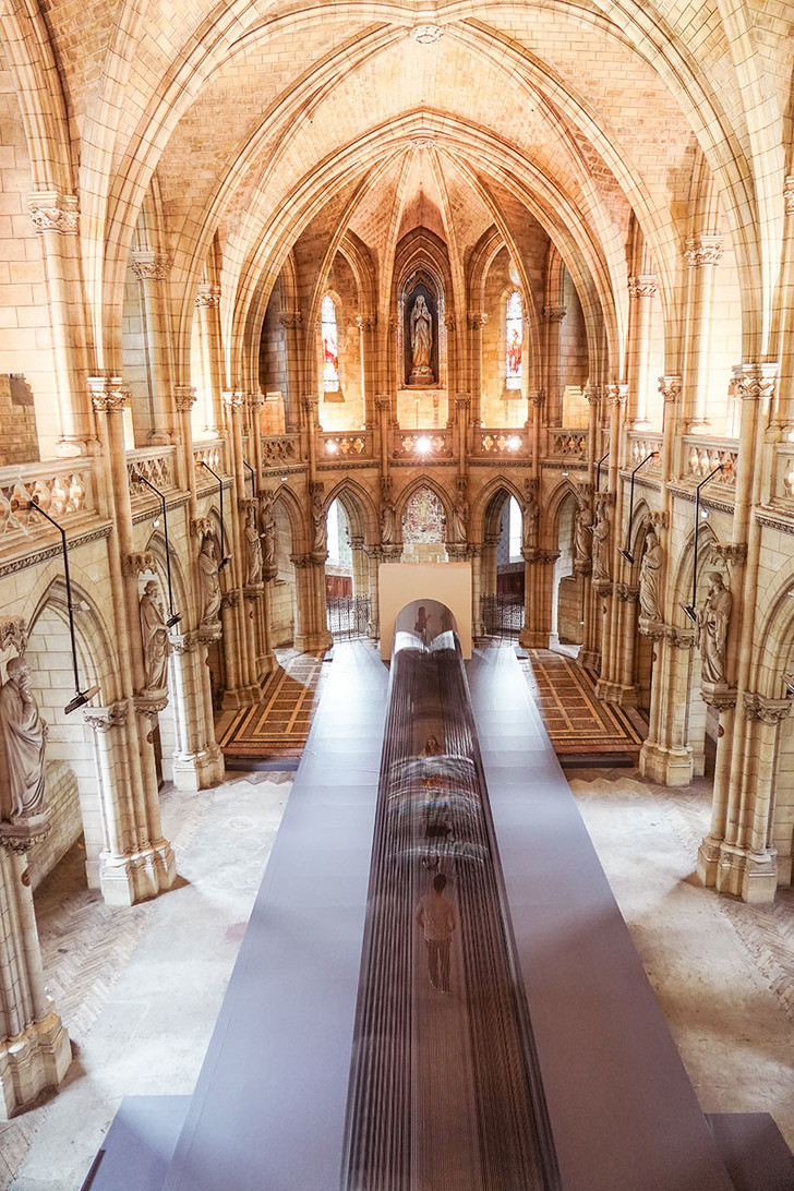Туннель из магнитной пленки в церкви Бордо (фото 9)