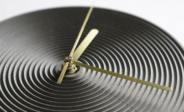 Успеть до полуночи. Дизайнерские настенные часы для встречи Нового Года фото [1]