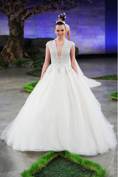 50 самых красивых платьев со Свадебной Недели Моды в Нью-Йорке | галерея [1] фото [34]