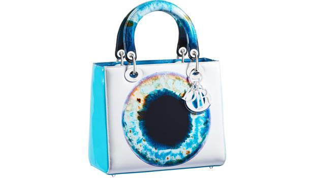 bed5e565727c Dior выпустил коллекцию аксессуаров совместно с Марком Куинном   Новости на  www.elle.ru
