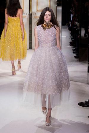 Показ Giambattista Valli коллекции сезона Весна-лето 2013 года haute couture - www.elle.ru - Подиум - фото 477860