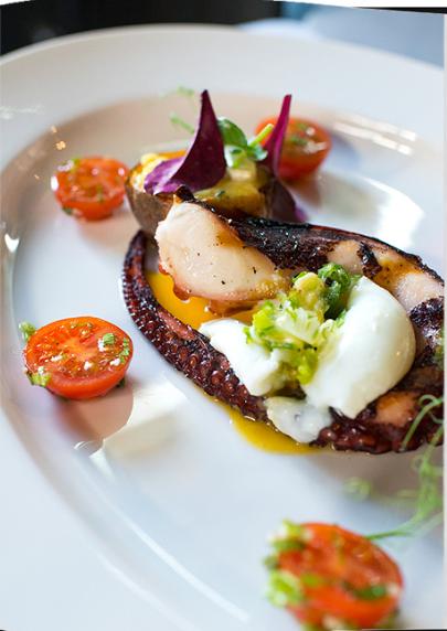 Салат из осьминога с печеным картофелем и сыром бри де мо летние салаты с фото