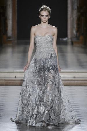 Показ Tony Ward коллекции сезона Осень-зима 2015-2016 года Haute couture - www.elle.ru - Подиум - фото 597541