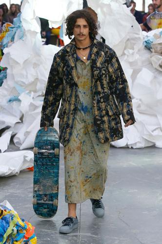 Принты и многослойность на показе Vivienne Westwood (фото 7.1)