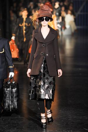 Показ Louis Vuitton коллекции сезона Осень-зима 2012-2013 года Prêt-à-porter - www.elle.ru - Подиум - фото 387458