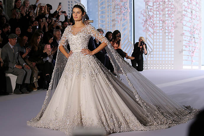 Изабели Фонтана в платье невесты Ralph&Russo Couture