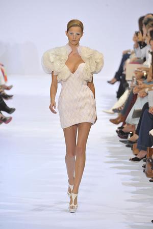 Показ Elie Saab коллекции сезона Осень-зима 2009-2010 года haute couture - www.elle.ru - Подиум - фото 87534