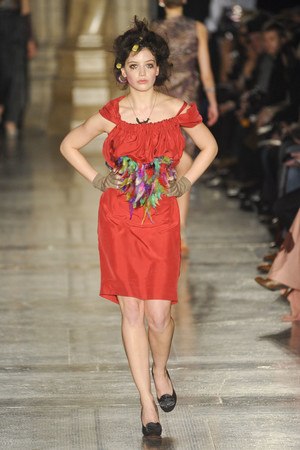 Показ Vivienne Westwood Red Label коллекции сезона Осень-зима 2011-2012 года prêt-à-porter - www.elle.ru - Подиум - фото 240727