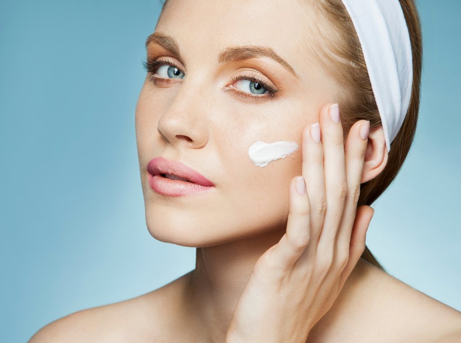 Картинки по запросу увлажнение кожи кремом