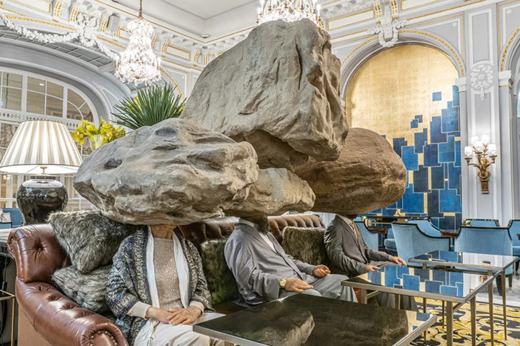 hyper-realistic humans + animals by sun yuan & peng yu take over the st. regis in rome (фото 0)