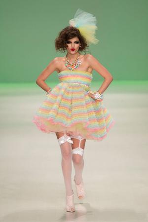 Показ Betsey Johnson коллекции сезона Весна-лето 2015 года Prêt-à-porter - www.elle.ru - Подиум - фото 587277