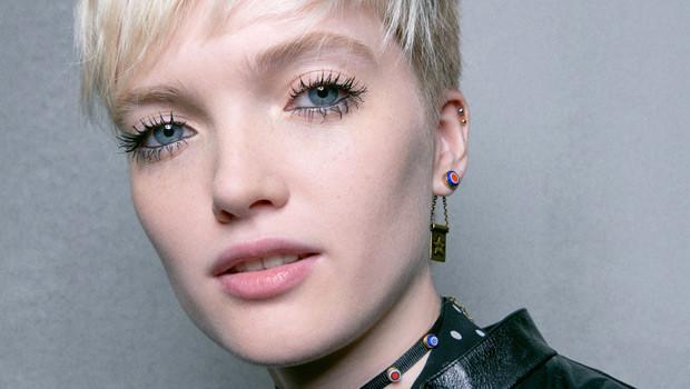 Ведущие визажисты модных показов рассказали о главных трендах весеннего макияжа