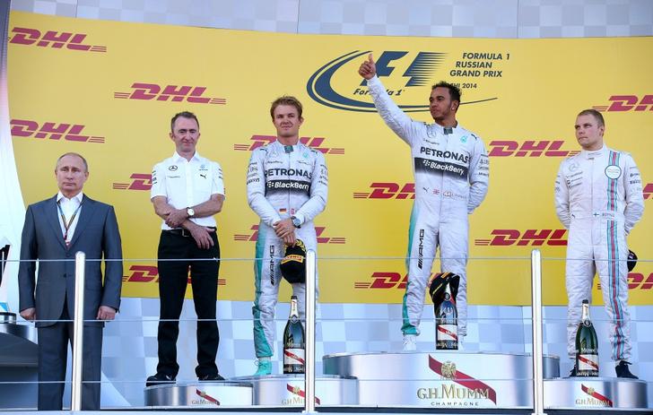 Владимир Путин, Нико Росберг (Mercedes), Льюис Хэмилтон (Mercedes) и Валттери Боттас (Williams Martini Racing)