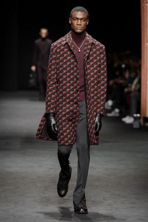 Показы мод Versace Осень-зима 2017-2018 | Подиум на ELLE - Подиум - фото 4740