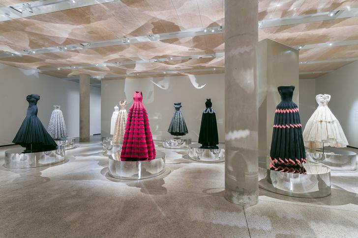 Выставка Аззедина Алайи в Лондоне (фото 9)