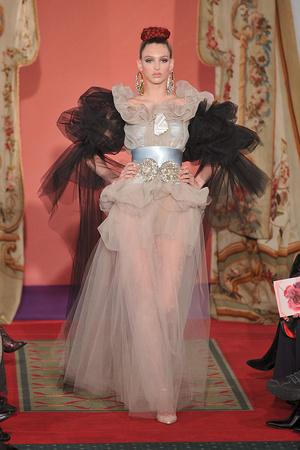 Показ Christian Lacroix коллекции сезона Весна-лето 2009 года haute couture - www.elle.ru - Подиум - фото 86457