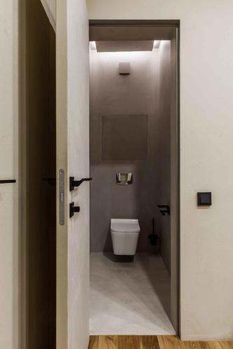 Брутальная квартира в бежевых тонах с черной спальней 72 м² (фото 12.2)