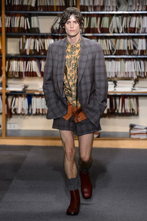 Показ Dries Van Noten коллекции сезона Весна-лето 2018 года Men prêt-à-porter - www.elle.ru - Подиум - фото 623123