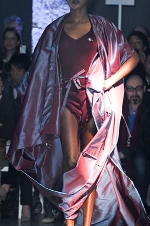 Показ Vivienne Westwood коллекции сезона Осень-зима 2012-2013 года Prêt-à-porter - www.elle.ru - Подиум - фото 380327