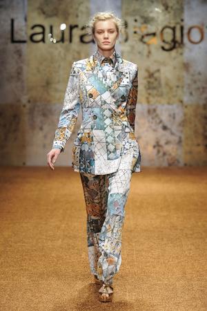 Показы мод Laura Biagiotti Осень-зима 2012-2013 | Подиум на ELLE - Подиум - фото 1495