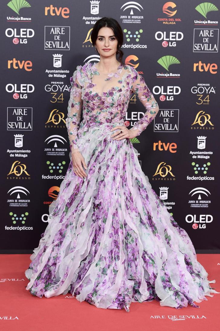 Урок флористики: Пенелопа Крус в самом цветочном платье, которое только можно себе представить (фото 1)