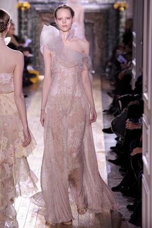 Показ Valentino коллекции сезона Весна-лето 2011 года Haute couture - www.elle.ru - Подиум - фото 217293