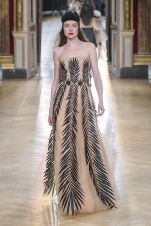 Показ Yanina Couture коллекции сезона Весна-лето 2018 года Haute couture - www.elle.ru - Подиум - фото 674301