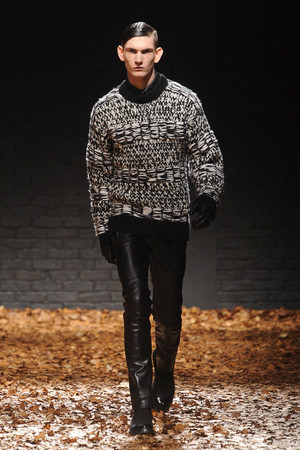Показ McQ Alexander McQueen коллекции сезона Осень-зима 2012-2013 года Prêt-à-porter - www.elle.ru - Подиум - фото 356284