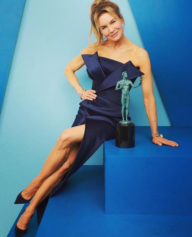 Цвет победы: Рене Зеллвегер в платье Maison Margiela (фото 2)