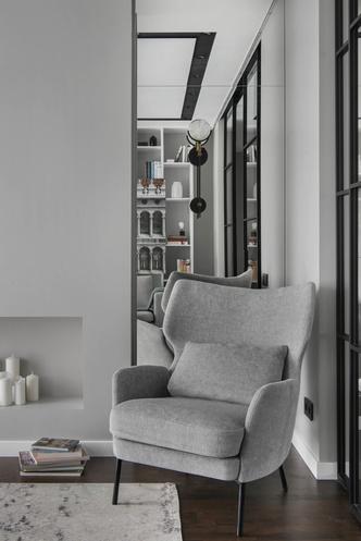 Все оттенки серого: минималистичная квартира 91 м² (фото 1)