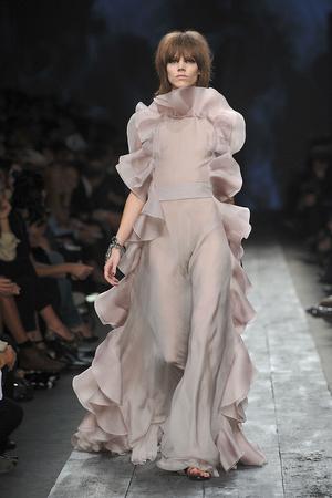 Показы мод Valentino Весна-лето 2010 | Подиум на ELLE - Подиум - фото 2915