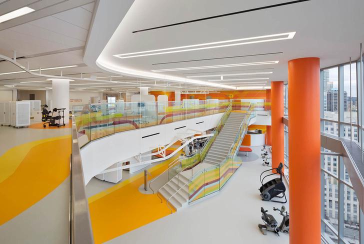 Яркая больница в Чикаго лечит дизайном (фото 11)