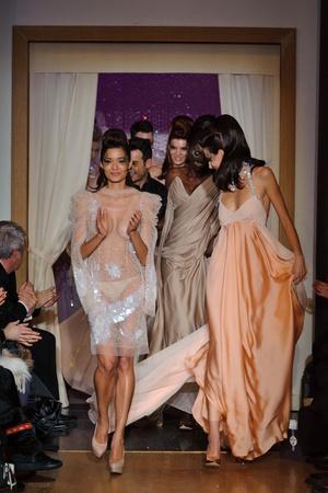 Показ Eric Tibusch коллекции сезона Весна-лето 2013 года Haute couture - www.elle.ru - Подиум - фото 478416