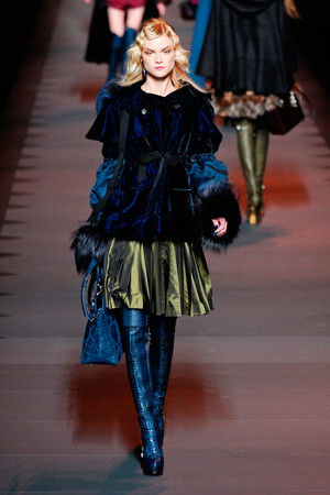 Показ Christian Dior коллекции сезона Осень-зима 2011-2012 года prêt-à-porter - www.elle.ru - Подиум - фото 252112