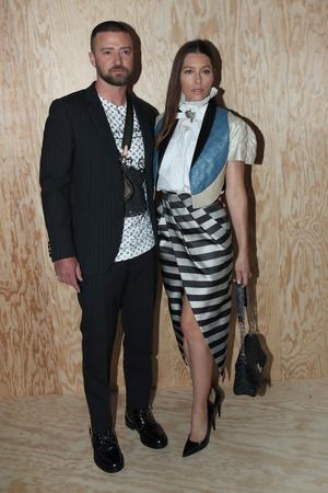Джастин Тимберлейк и Джессика Бил на показе Louis Vuitton (фото 0.1)