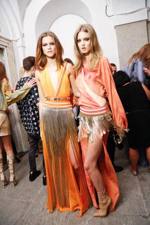 Показ Versace коллекции сезона Весна-лето 2013 года Prêt-à-porter - www.elle.ru - Подиум - фото 439628