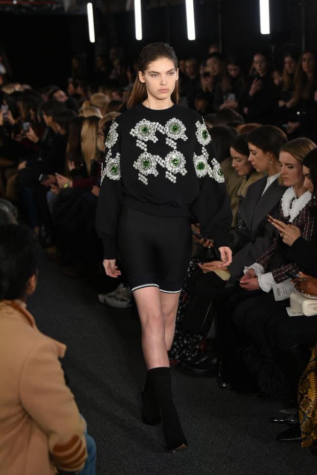 Черный – новый черный: показ David Koma на London Fashion Week (фото 8)