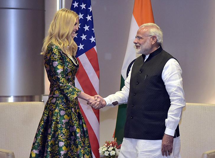 Все образы Иванки Трамп из тура в Индию (фото 3)