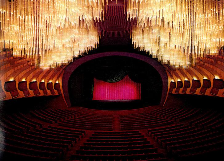Зал Teatro Regio в Турине с люстрой «Облако», 1972 год.