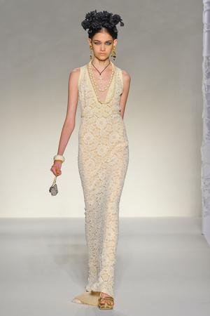 Показы мод Moschino Весна-лето 2012 | Подиум на ELLE - Подиум - фото 1896