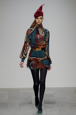 Показ Issa London коллекции сезона Осень-зима 2011-2012 года Prêt-à-porter - www.elle.ru - Подиум - фото 236979