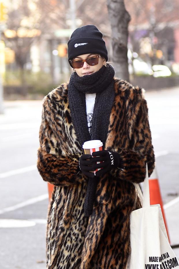 Одно пальто, которое пригодится зимой, — леопардовое как у Кайи Гербер (фото 2)
