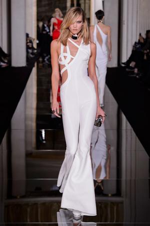 Показ Versace Haute Couture коллекции сезона Весна-лето 2015 года haute couture - www.elle.ru - Подиум - фото 592882
